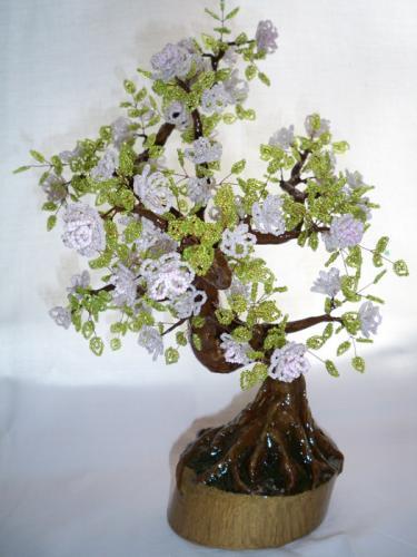 Эту яблоню я делала на заказ.  Могу сделать повтор.  Подробно на сайте. http://www.biser-box.okis.ru.